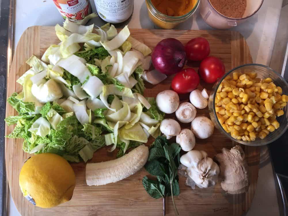 Ein Beispiel gesunder Ernährung, täglich etwas variiert, für möglichst viele Vitamine und Mineralien